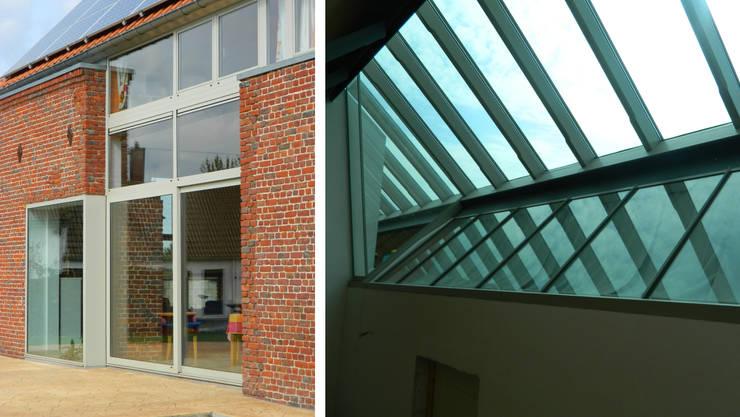 Habitation RMS: Maisons de style  par VORTEX atelier d'architecture