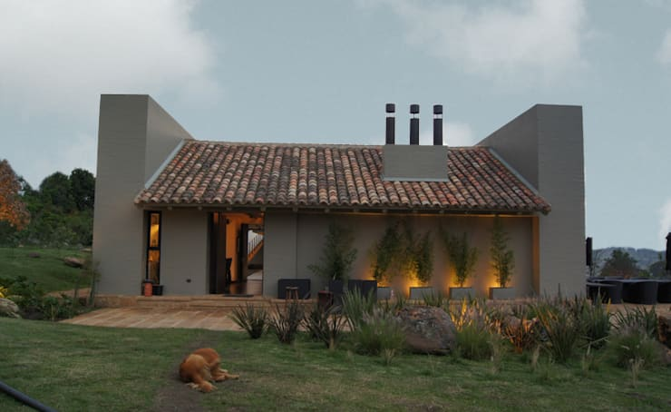 Houses by AMR ARQUITECTOS
