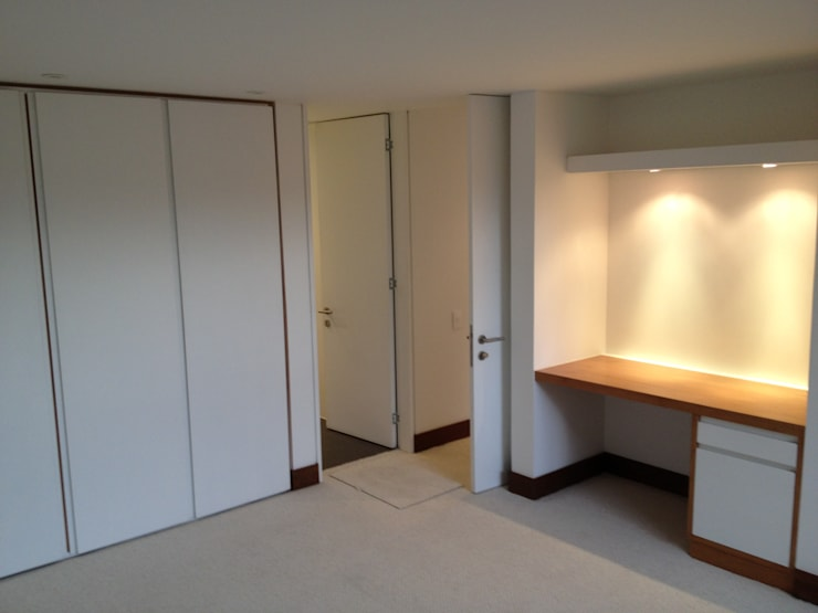 Apto 70 5 : Habitaciones de estilo  por AMR ARQUITECTOS, Moderno