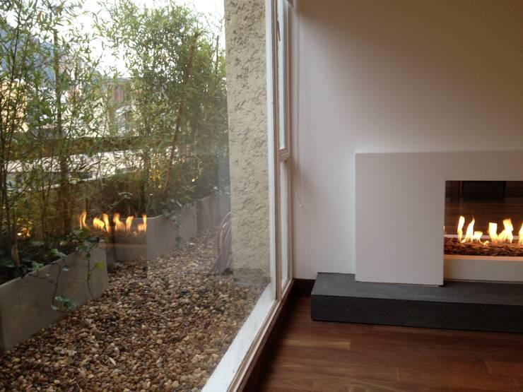 Apto 70 5 : Terrazas de estilo  por AMR ARQUITECTOS, Moderno