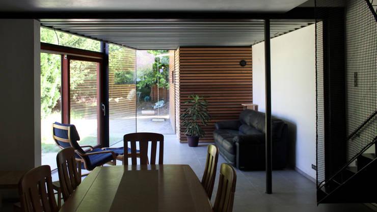 Habitation LMS: Salon de style de style Moderne par VORTEX atelier d'architecture