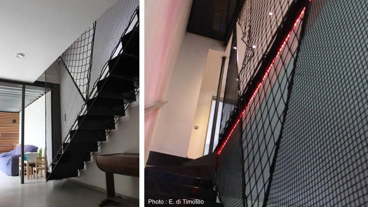 Habitation LMS: Couloir et hall d'entrée de style  par VORTEX atelier d'architecture