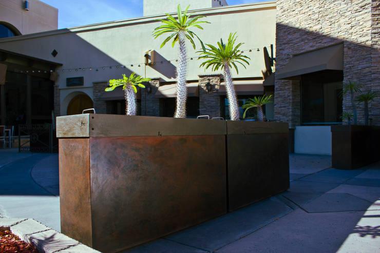 MACETERA DE METAL OXIDADO: Jardín de estilo  por Oscar Leon/ Arte Renovable & Muebles