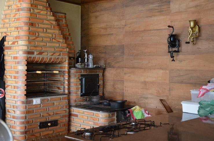 O que combina com o que?: Piscinas rústicas por Solange Figueiredo - ALLS Arquitetura e engenharia