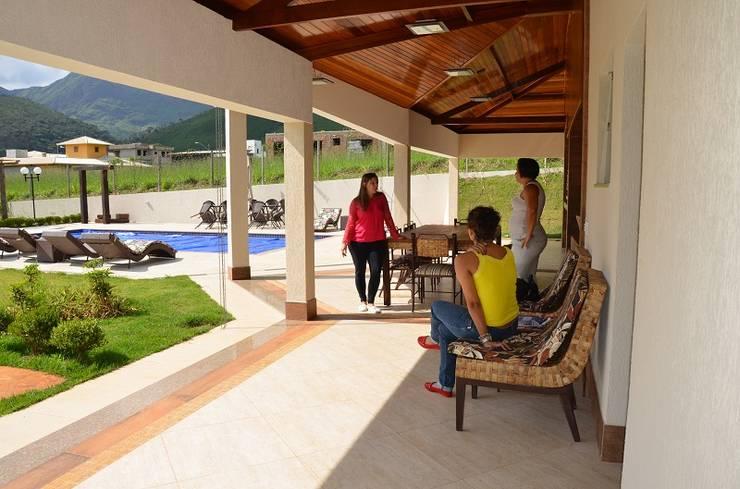 E o restante onde vai ficar?: Piscinas rústicas por Solange Figueiredo - ALLS Arquitetura e engenharia