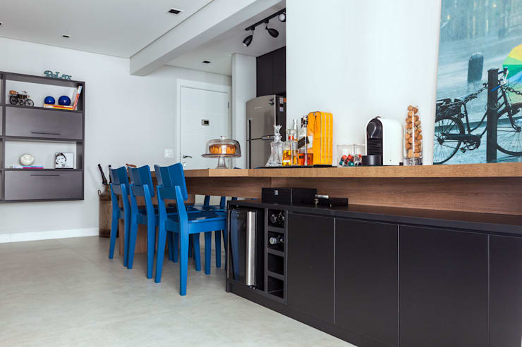 Bar: Salas de jantar modernas por Márcio Campos Arquitetura + Interiores