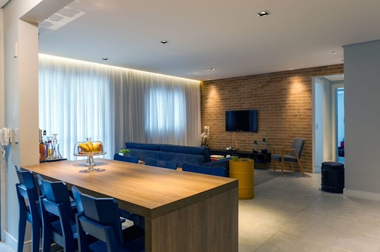 Sala de estar e tv: Salas de estar  por Márcio Campos Arquitetura + Interiores
