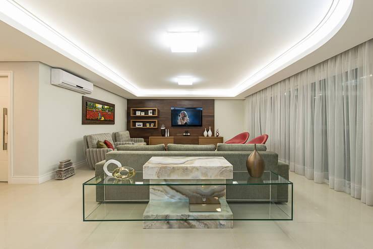 Apartamento Florianopolis: Salas de estar  por Locus Arquitetura,