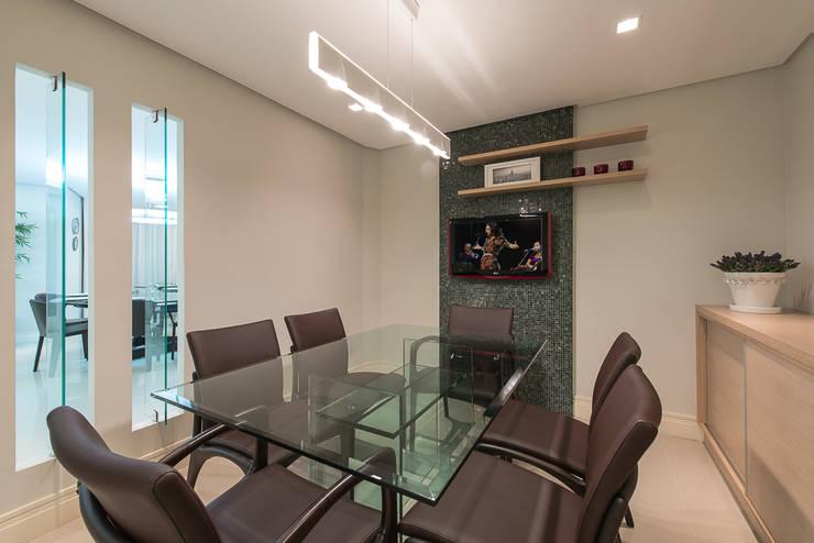 Apartamento Florianopolis: Salas de jantar  por Locus Arquitetura,