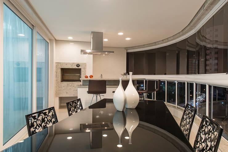 Apartamento Florianopolis: Terraços  por Locus Arquitetura,