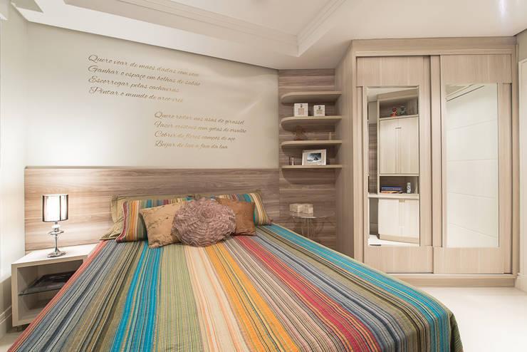 Apartamento Florianopolis: Quartos  por Locus Arquitetura
