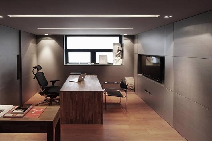 [OFFICE] WA-Archi: KD Panels의  서재 & 사무실,