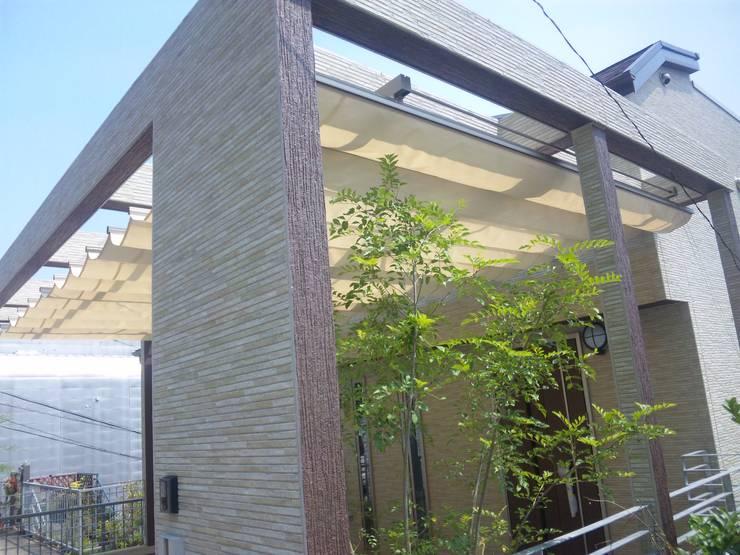パーゴラと庭: DIOMANO設計が手掛けた庭です。