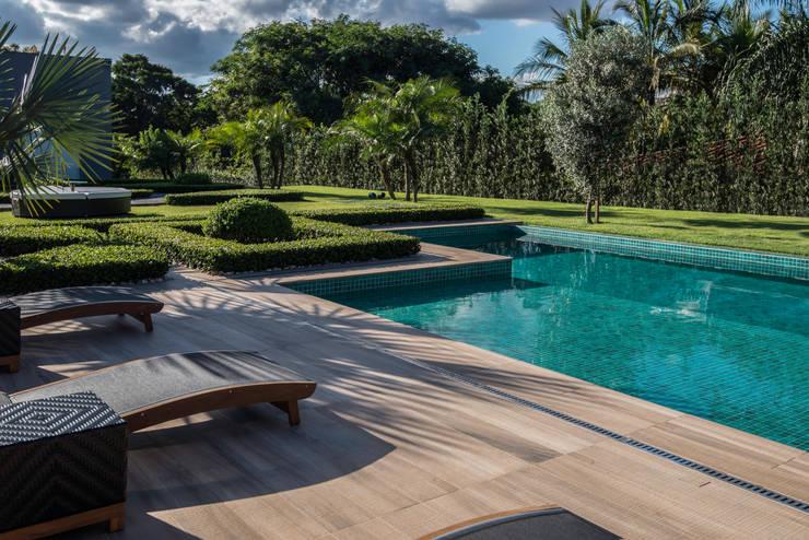 Pool von WMP Arquitetura e Ambientação, Modern