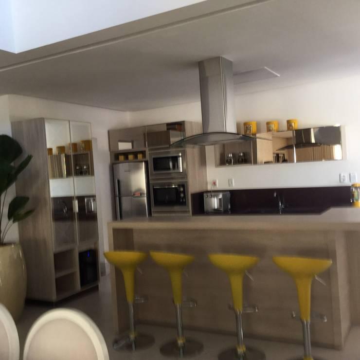 Projeto de Interiores em casa em Aruanã-GO: Cozinhas  por Beatrice Oliveira - Tricelle Home, Decor e Design,