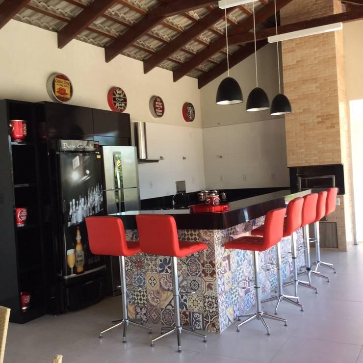 Projeto de Interiores em casa em Aruanã-GO: Terraços  por Beatrice Oliveira - Tricelle Home, Decor e Design,