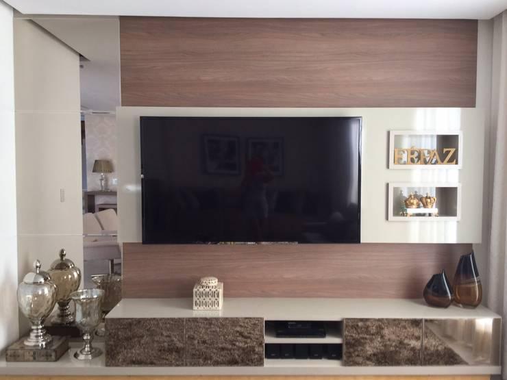 Projeto de Interiores em casa em Aruanã-GO: Salas de estar  por Beatrice Oliveira - Tricelle Home, Decor e Design,