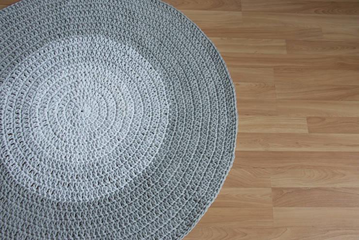 dywan szare ombre gęsty splot: styl , w kategorii  zaprojektowany przez zRĘCZNA ROBOTA,Skandynawski Bawełna Czerwony