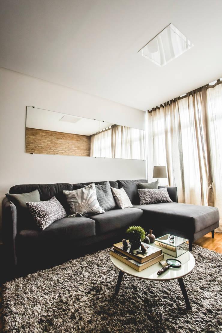 Apartamento – S.B.Campo: Salas de estar  por Carmen Anjos Arquitetura Ltda.,Moderno