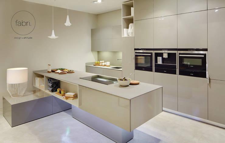 Geometria da estética: Cozinhas  por FABRI