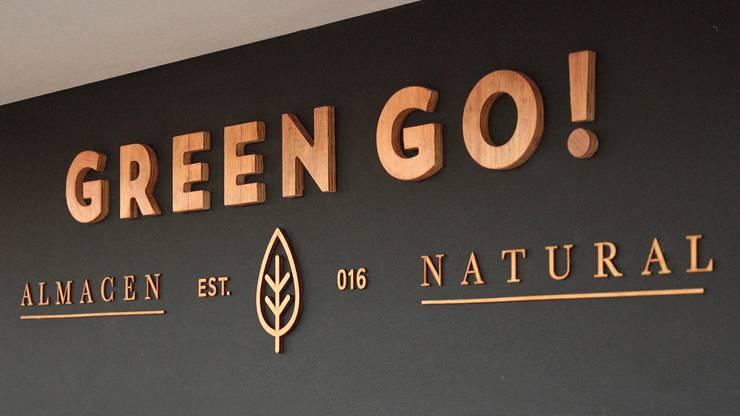 Almacen Natural GREEN GO! La Plata- Bs. As.: Oficinas y Tiendas de estilo  por SBG Estudio