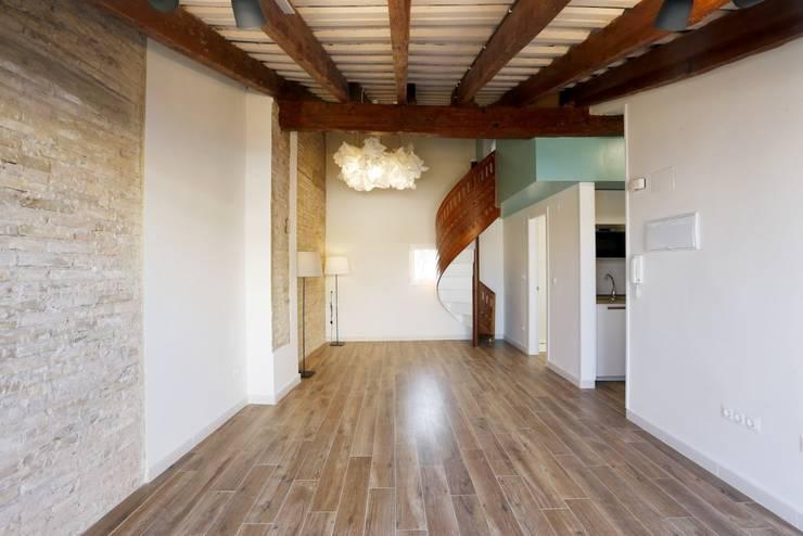 Sala da pranzo in stile in stile Moderno di Singularq Architecture Lab