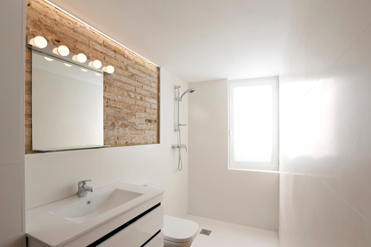 modern Bathroom by Singularq Architecture Lab