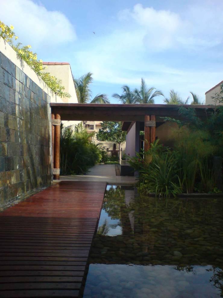 Casa del Agua : Casas de estilo  por José Vigil Arquitectos