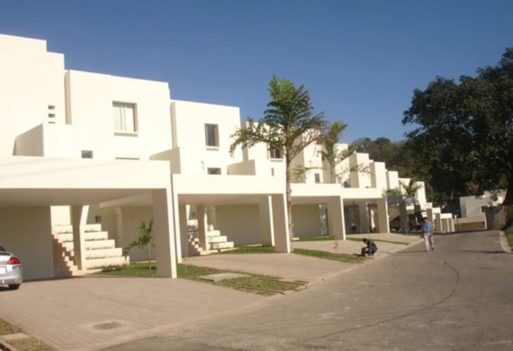 Alturas del Escalón : Casas de estilo  por José Vigil Arquitectos
