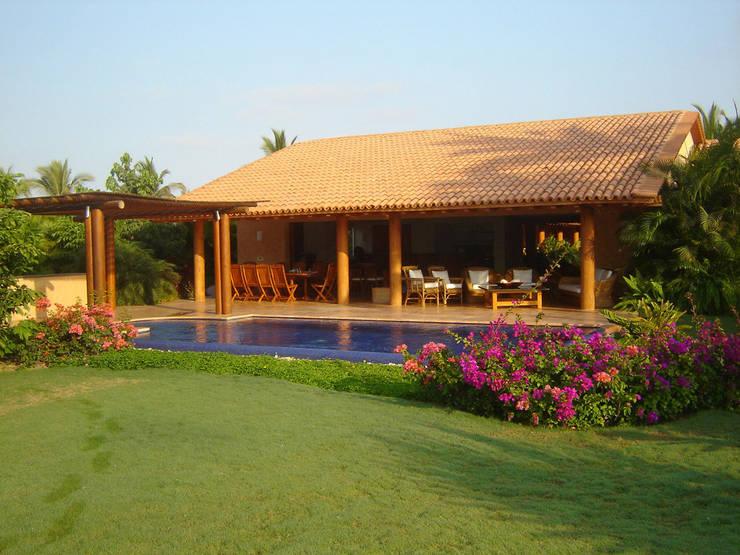 Casa Sol : Casas de estilo  por José Vigil Arquitectos