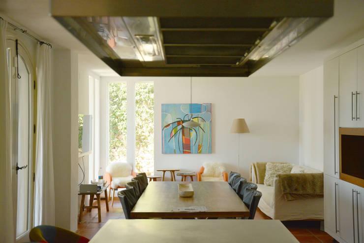 Casa Hazewinkel: Cocinas de estilo  de Domingo y Luque Arquitectura