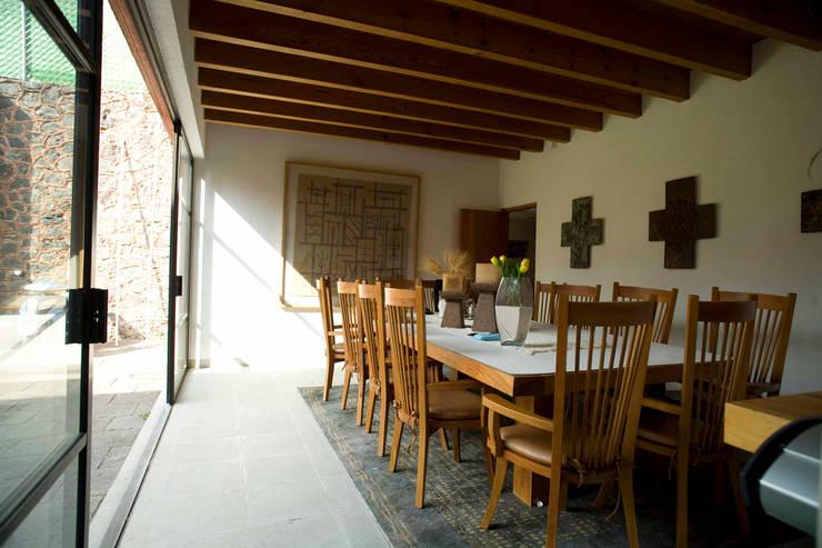 Casa Tepepan : Comedores de estilo  por José Vigil Arquitectos