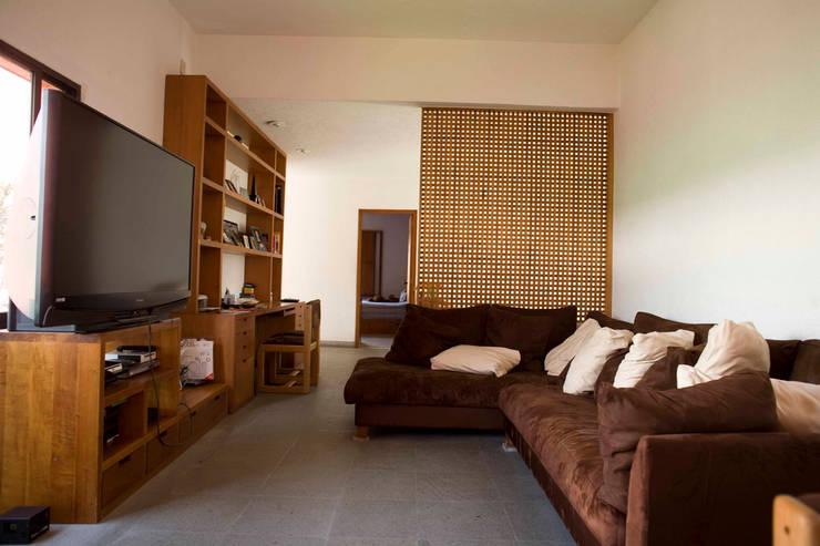 Casa Tepepan : Salas multimedia de estilo  por José Vigil Arquitectos