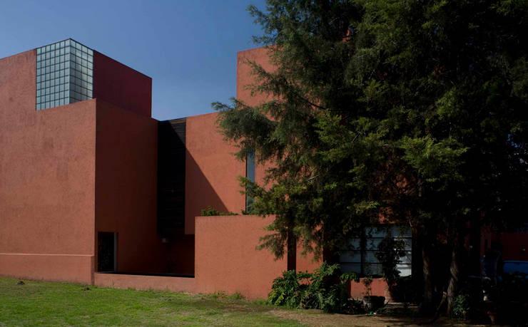 Casa Tepepan : Casas de estilo  por José Vigil Arquitectos