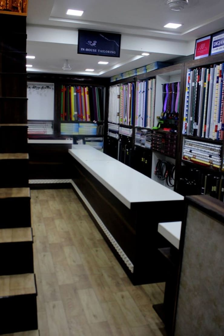 Prabhat's men's botique n designer studio:  Study/office by Legend Interiors