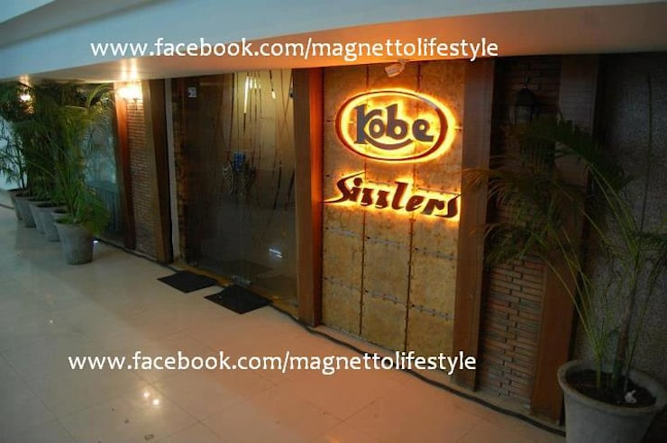 Kobe Sizzlers:  Dining room by magnetto lifestyle,Modern