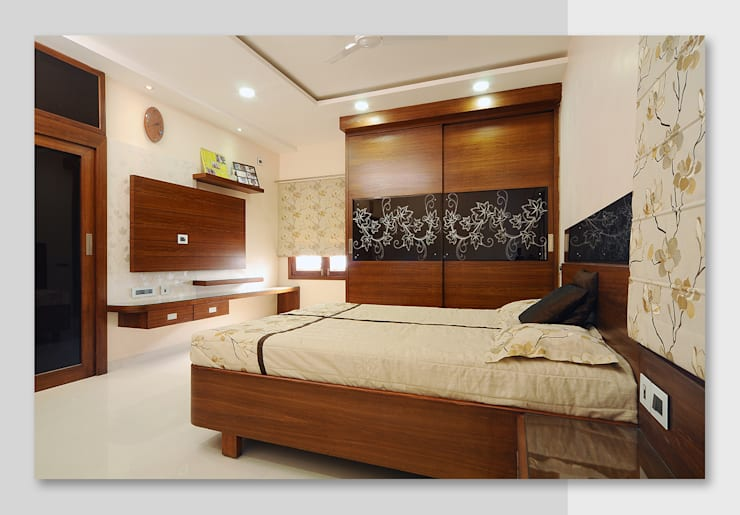 Duplex Villa:  Bedroom by KozyDesignStudio