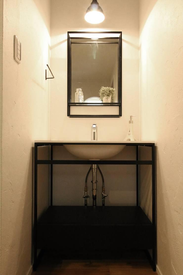 風邪にバイバイ手洗い - 子育てをコンセプトにした住まい「育みの家」: ジャストの家が手掛けた浴室です。