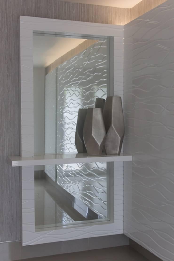 Vestíbulo con 3D: Pasillos y vestíbulos de estilo  por Monica Saravia, Moderno Madera Acabado en madera