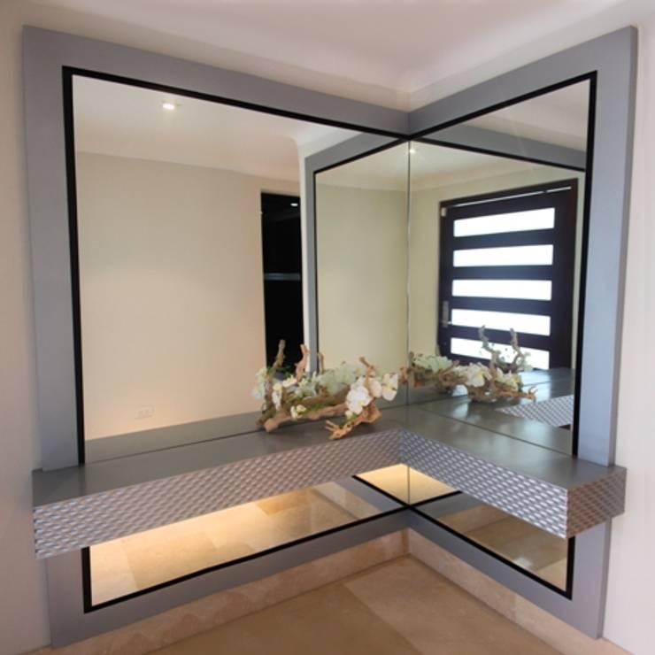 Vestíbulo con 3D rombos: Pasillos y vestíbulos de estilo  por Monica Saravia, Moderno Madera Acabado en madera