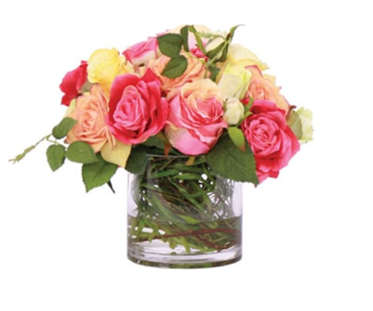 Mix de rosas: Comedor de estilo  por Monica Saravia