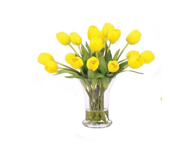 Tulipanes amarillos: Comedor de estilo  por Monica Saravia