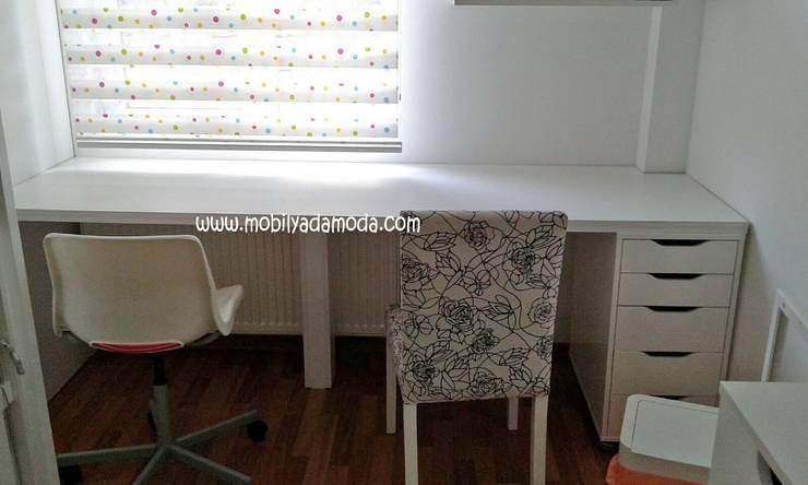 MOBİLYADA MODA  – Ece'nin çalışma masası:  tarz Çocuk Odası, Modern Ahşap Ahşap rengi