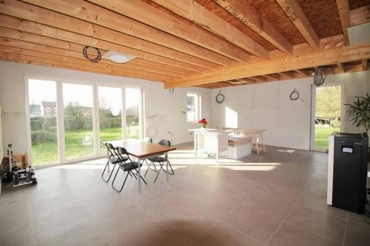 Séjour, en cours d'aménagement: Salle à manger de style  par Bureau d'Architectes Desmedt Purnelle