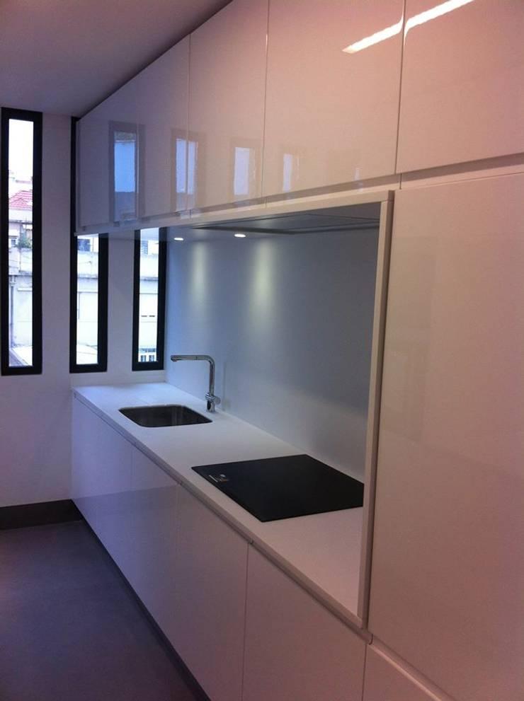 Cozinhas por medida 2: Cozinhas minimalistas por Ansidecor