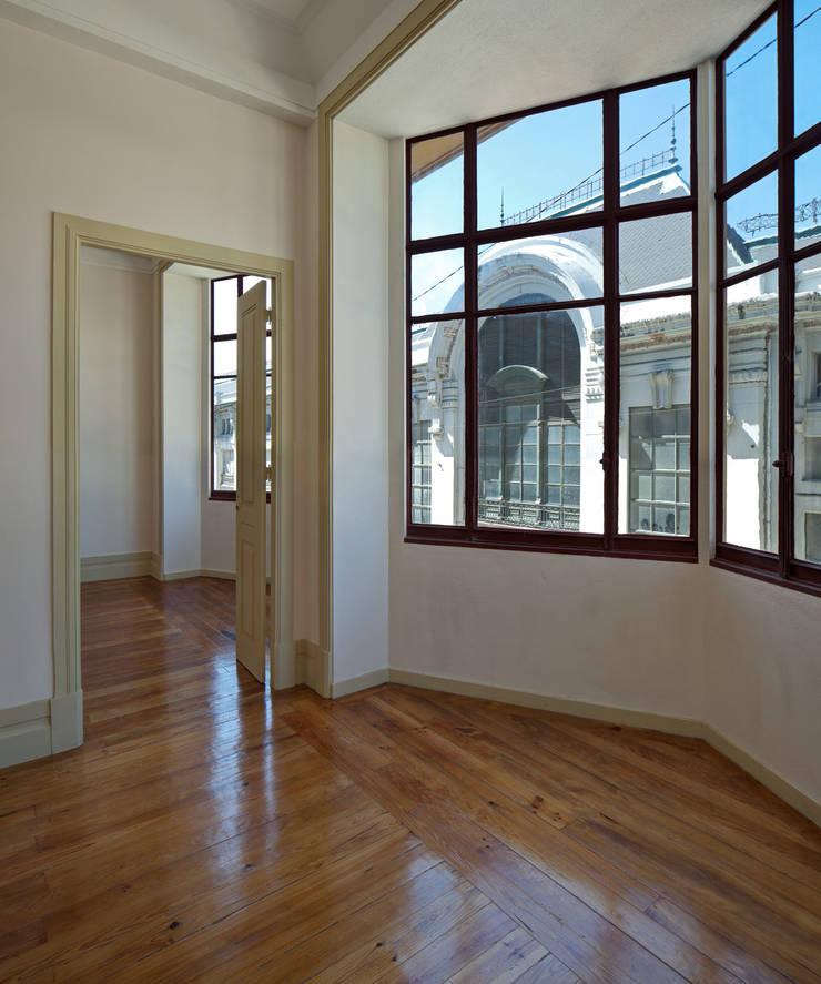 Reabilitação de edifício de 1923-1928 da autoria do Arquitecto Marques da Silva:   por Nuno Valentim, Arquitectura e Reabilitação