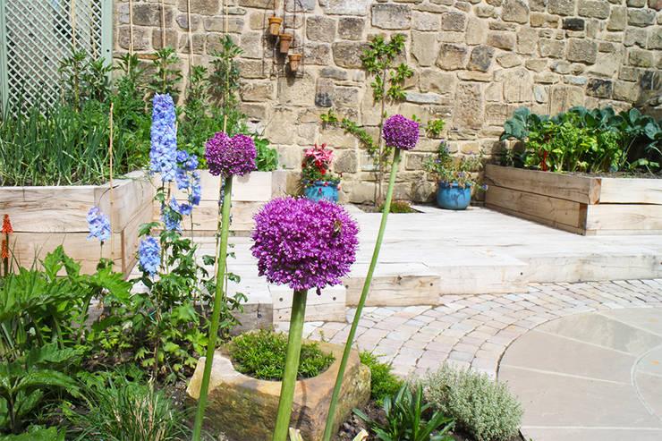 Contemporary Cottage Garden:  Garden by Yorkshire Gardens