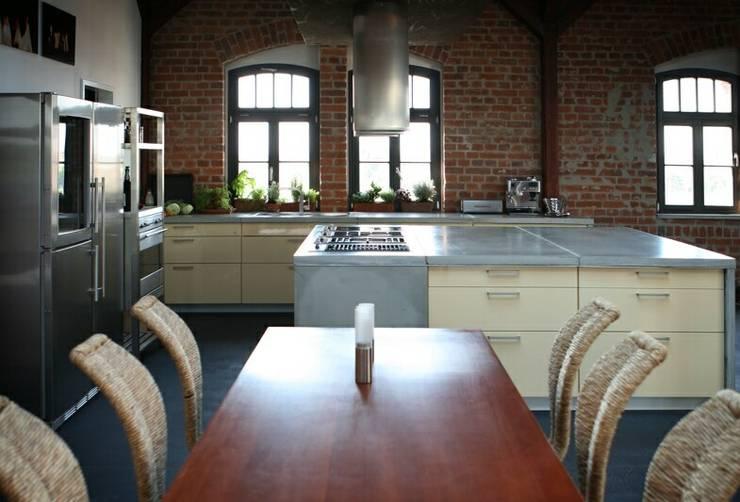 Individual concrete kitchens:  Kitchen by Betoniu GmbH