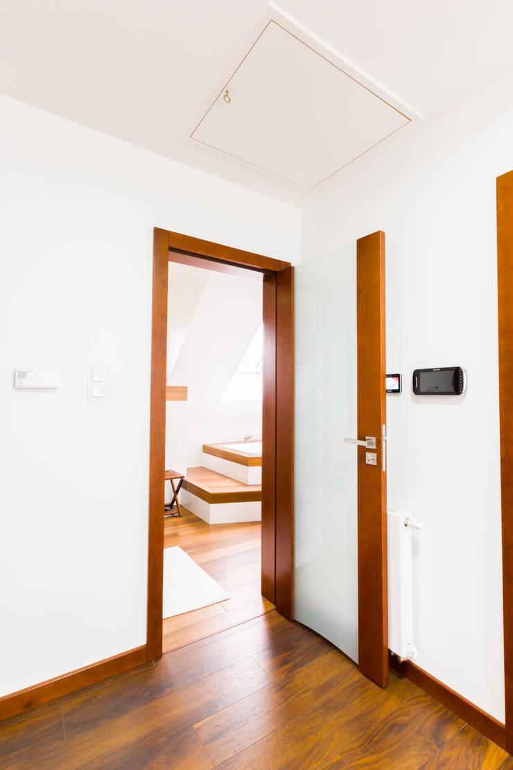 Nowoczesne wnętrze domu jednorodzinnego Bieliny : styl , w kategorii  zaprojektowany przez Pracownia A
