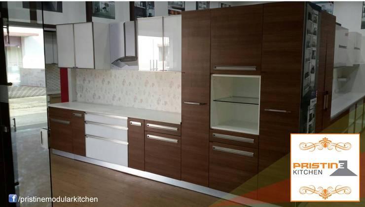 Kitchen designs:  Kitchen by Pristine Kitchen